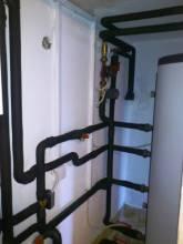 Cevna povezava multifunkcijskega zalogovnika allSTOR VPS/2 500 litrov.